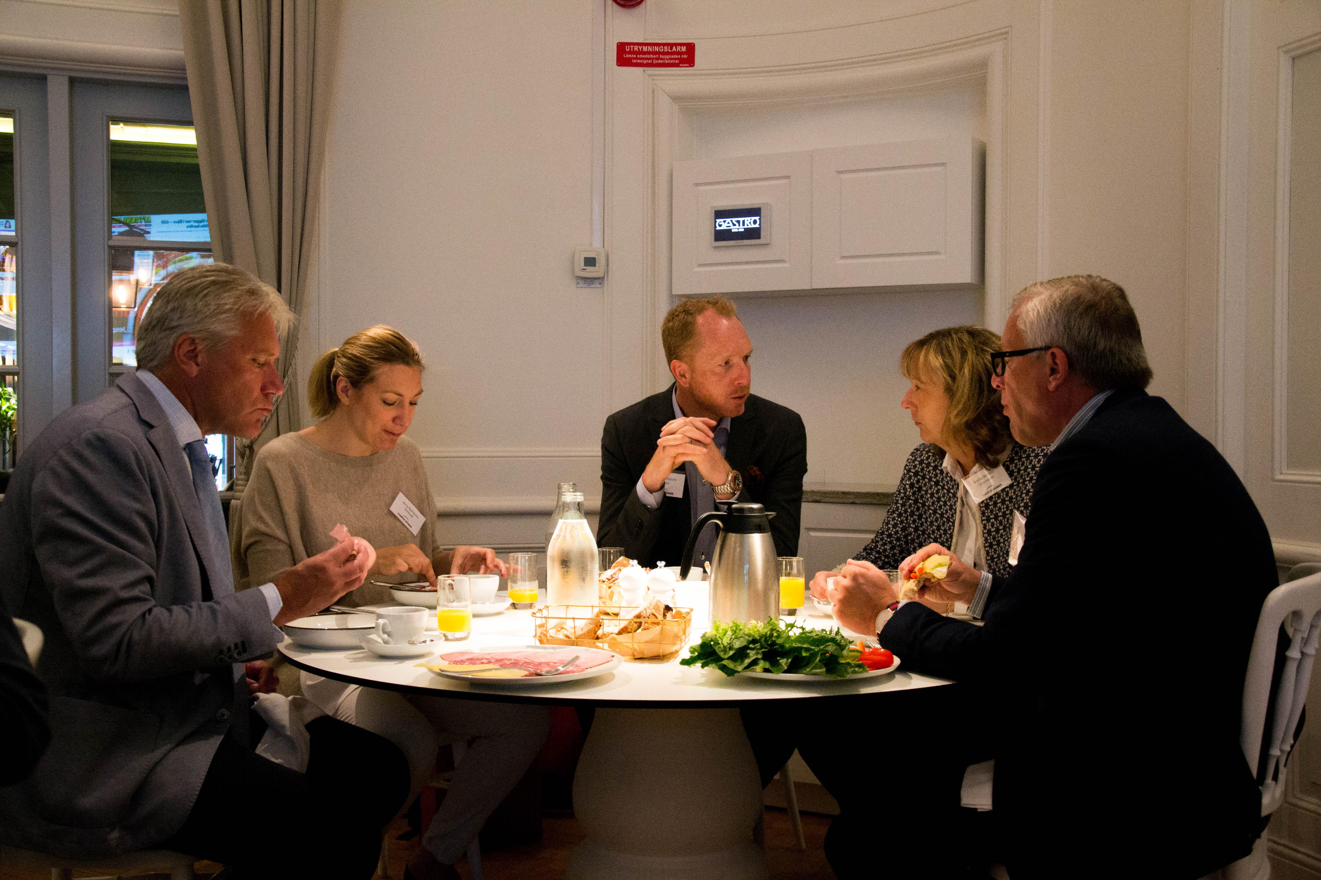 Frukostmöte med kollegor